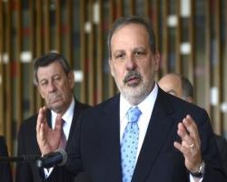 Ministro defende desoneração de insumos para a indústria brasileira