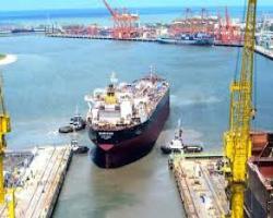 Crise da Petrobras coloca em xeque futuro da indústria naval no Brasil