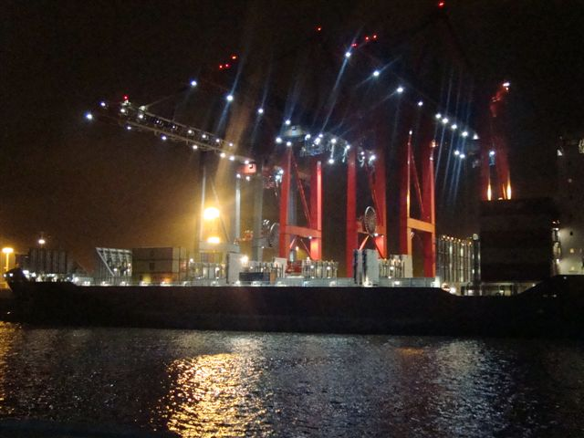 Um porto eficiente e distribuidor de cargas na Europa