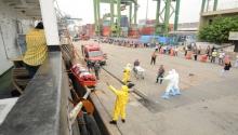Praticagem realiza manobra para resgate de tripulante contaminado pelo ebola durante simula��o